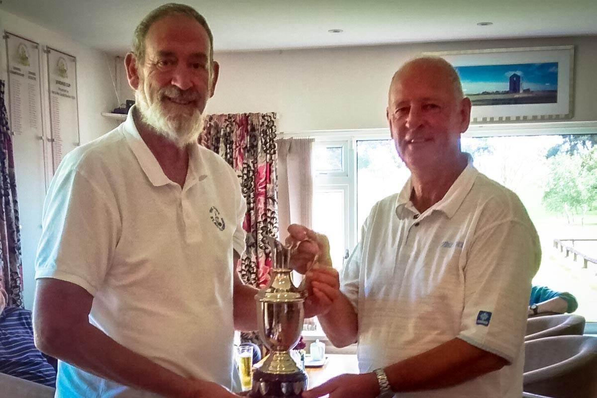 MalcolmSutton-winner-Seniors-Captains-Day-from-Captain-Bill-Truscott